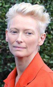 Tilda Swinton compie 60 anni: la sua incredibile trasformazione