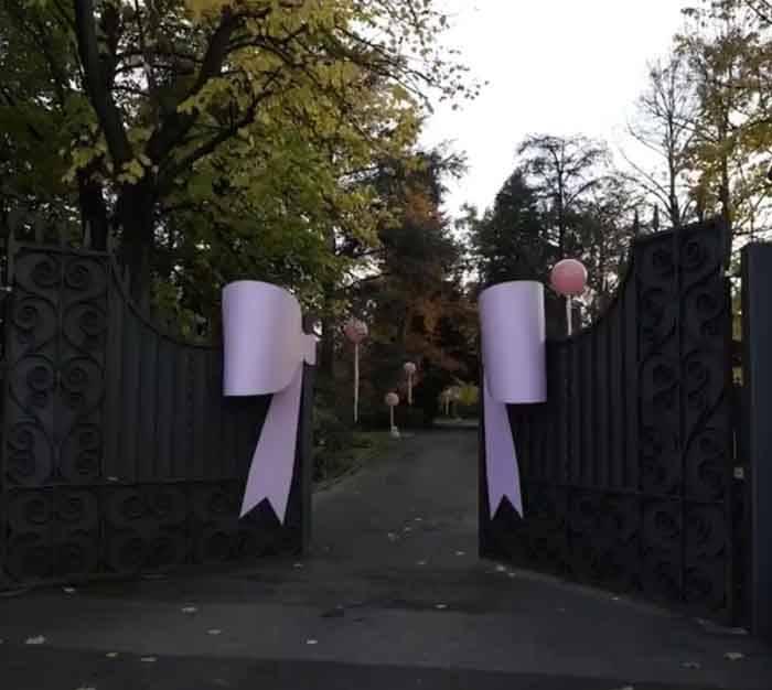 Gianluca Vacchi e la sorpresa per la figlia: il fiocco al cancello