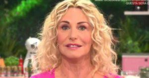 """Antonella Clerici: gaffe in diretta nel programma """"E' sempre mezzogiorno"""""""