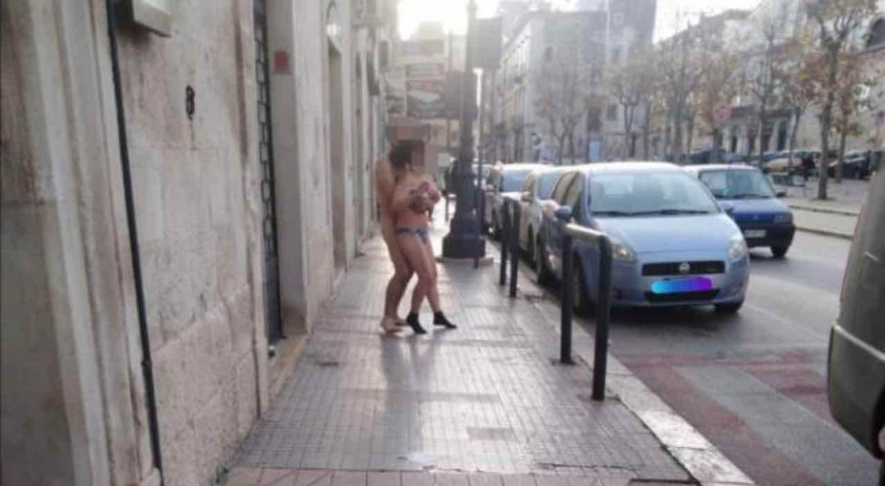 Bitonto, scendono in strada 26_12_20 Leggilo,org