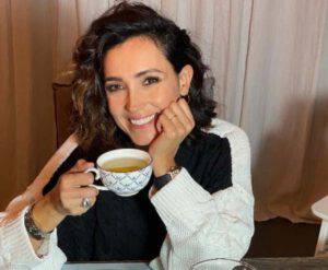 Caterina Balivo: con minigonna e gambe accavallate stupisce il web!