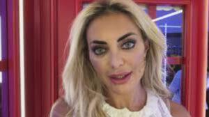 """Elena Morali è stata derubata e dichiara: """"Sono a pezzi! ecco cosa è successo"""""""