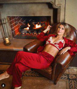Elisabetta Canalis: il Natale con lei diventa bollente e speciale