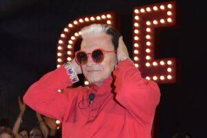 Gf Vip Cristiano Malgioglio: svelato il perché ha sempre gli occhiali da sole