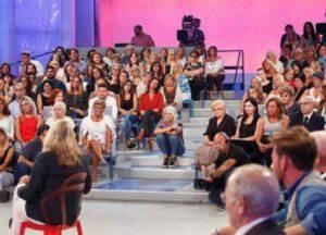 Uomini e Donne: Il web contro Maria De Filippi per il nuovo cambio