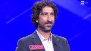 L'eredità: il campione Massimo non risponde alla domanda ed il gesto fa discute