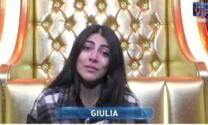 Giulia Salemi piange lacrime solitudine influencer