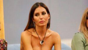 """Elisabetta Gregoraci shock: """"Quello è un gesto segreto per una persona fuori"""""""