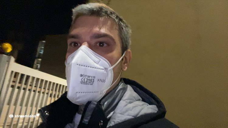 Fedez dona 5000 euro per strada a Milano