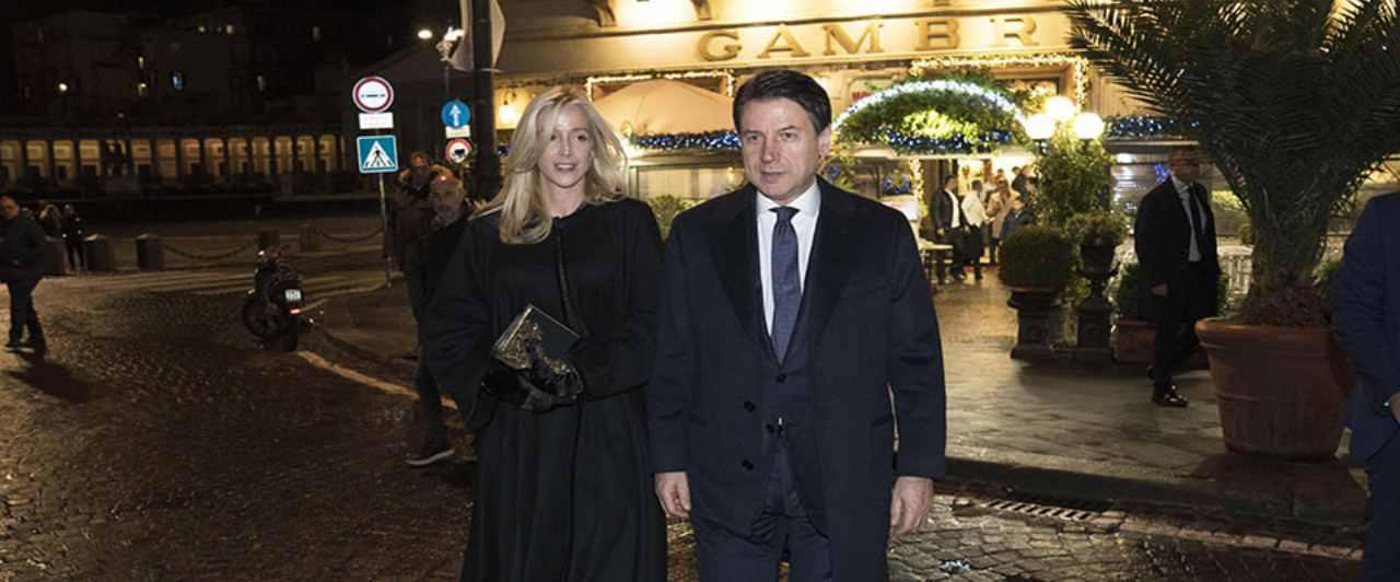 Conte difende la compagna Olivia Paladino