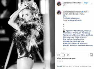 """Justine Mattera provoca in bianco e nero: """"Le ventenni mute!"""""""