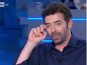 Alberto Matano in lacrime alla Vita in Diretta: