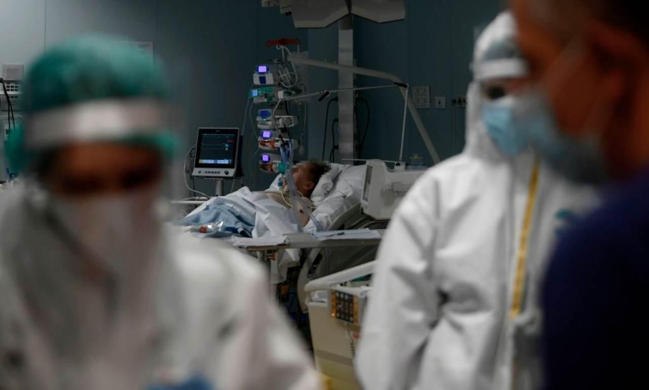 Taranto, medico ai parenti di malato Covid: Tra dieci minuti muore