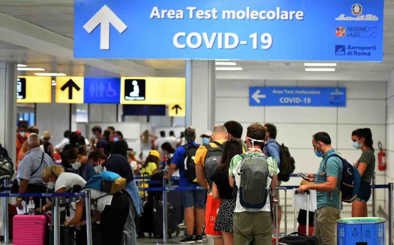 Per i voli all'estero ora si pensa ad un passaporto sanitario digitale