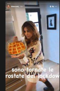 Elisabetta Canalis su Instagram: oltre alla crostata mostra ben altro!