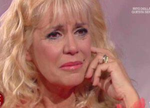 GF Vip Maria Teresa va in crisi e si accascia per terra: il doloroso motivo