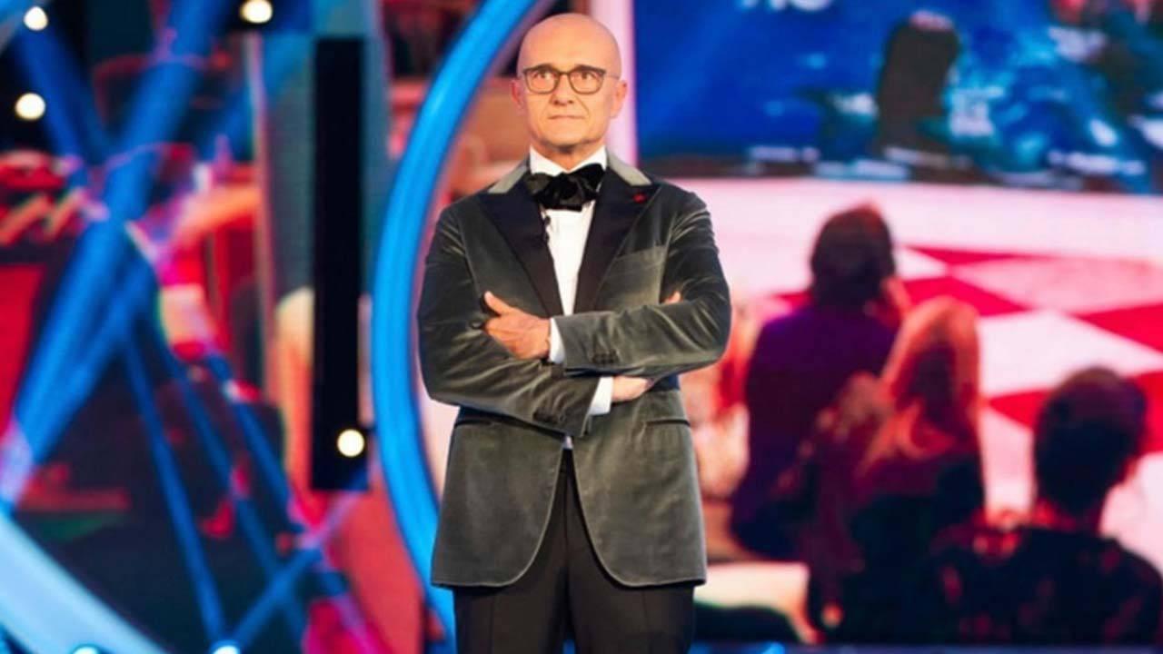GF Vip, Alfonso Signorini annuncia il prolungamento: le reazioni dei concorrenti