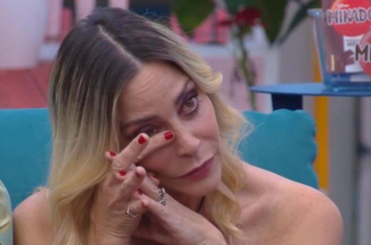 Stefania Orlando preoccupa per la febbre
