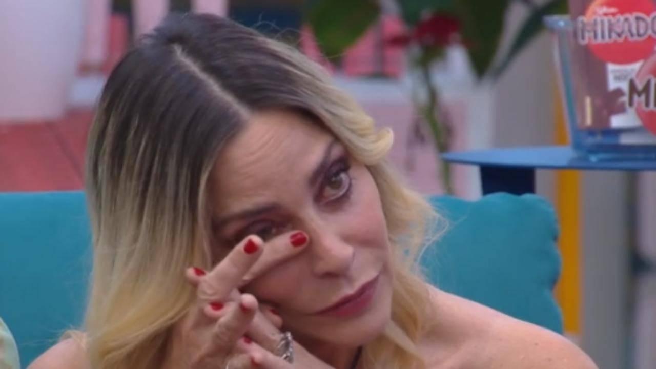 """GF Vip, Stefania Orlando preoccupa: """"Sto male, portatemi in ospedale"""""""