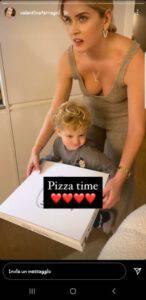 Valentina Ferragni: consegna la pizza a Leo ma è tutto in bella mostra