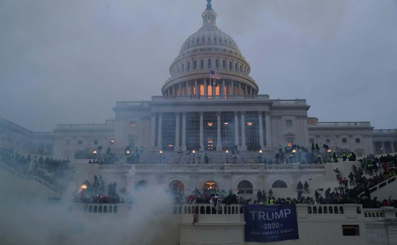 Assalto al Congresso USA per impedire l'elezione di Biden