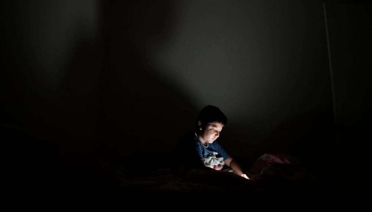 """Bambini soli con gli smartphone? """"Insidie reali e sconosciute"""""""