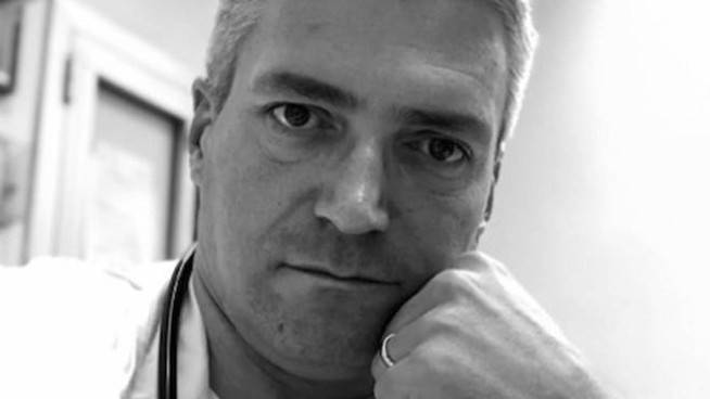 """Medico arrestato a Brescia, gli infermieri dicevano: """"Uccide i pazienti per liberare i letti"""""""