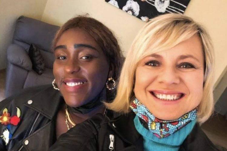 Carima e il selfie con Antonella Elia
