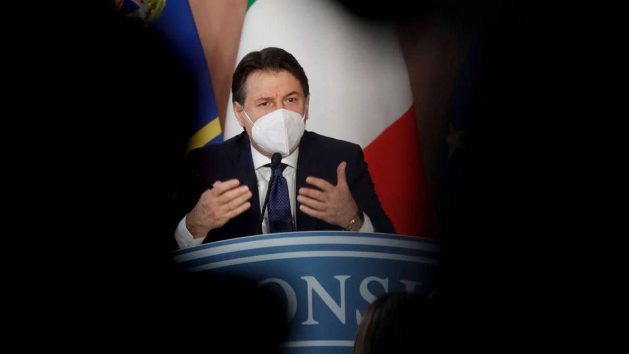 """Conte e Renzi verso la sfida finale tra minacce di crisi e """"responsabili"""""""