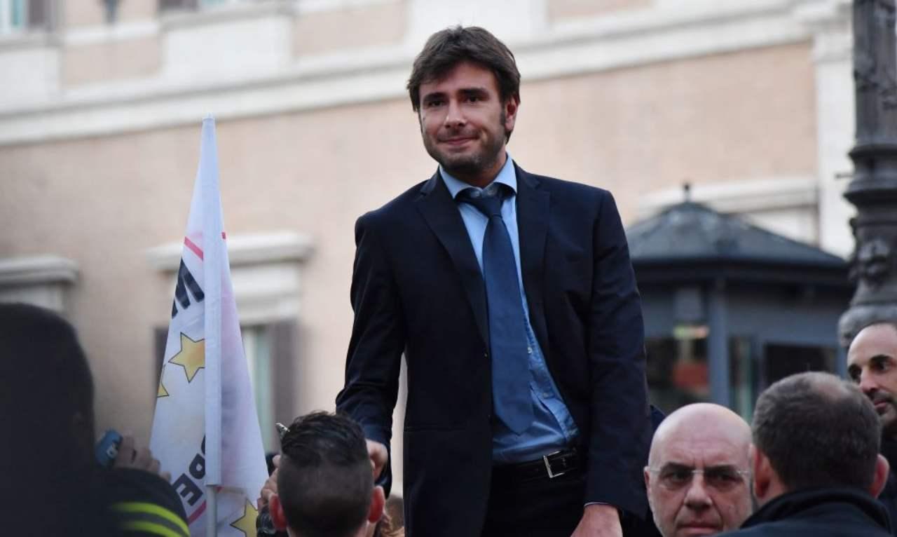 """Di Battista minaccia l'addio al Movimento: """"Renzi accoltellatore"""""""