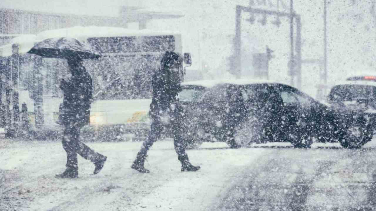Meteo oggi lunedì 25 gennaio: freddo e neve fino ai giorni della merla. La settimana