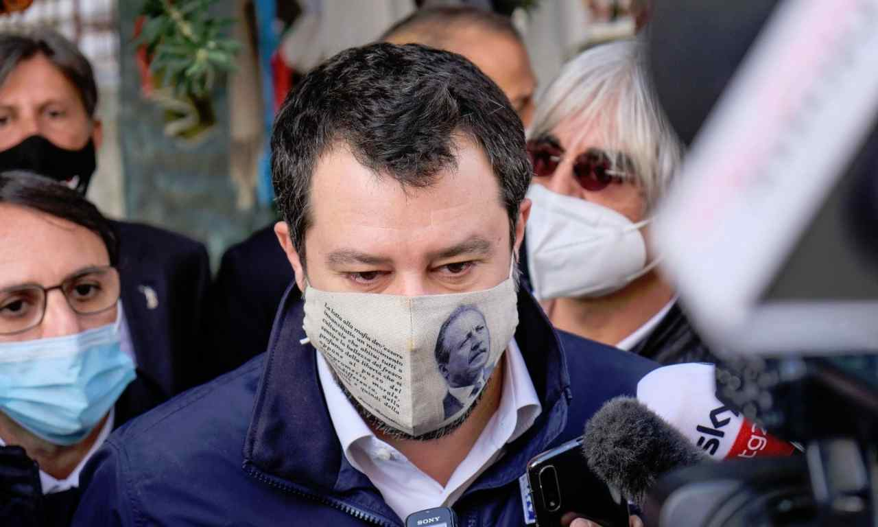 Salvini in Via D'Amelio con la mascherina di Borsellino