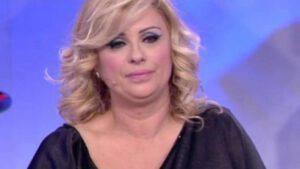 """Maria De Filippi si scaglia contro Tina : """"Sei proprio stupida"""""""