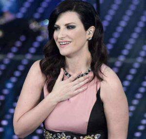 Laura Pausini: la fotografia della dolce attesa stupisce tutti!