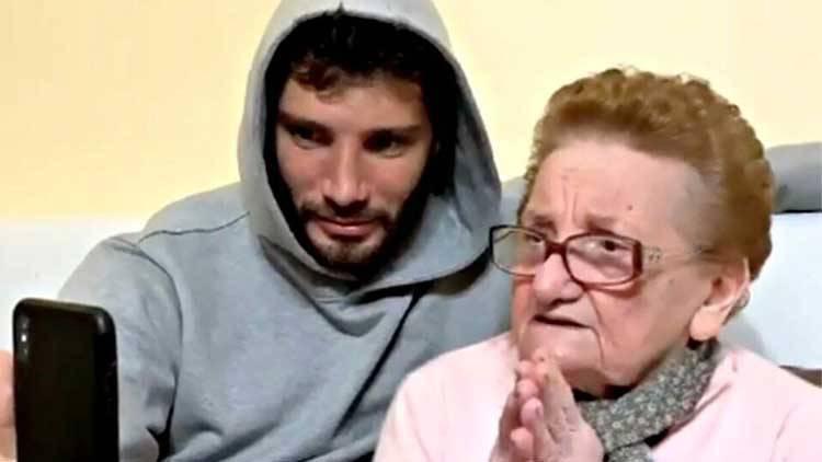 Lutto Stefano De Martino le foto con la nonna