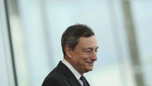 Inchieste, errori e sospetti, ora Arcuri è in bilico. E Draghi riflette