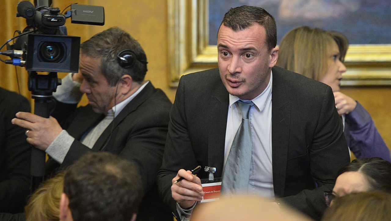 Casalino chiede di interrompere l'intervista a Verissimo