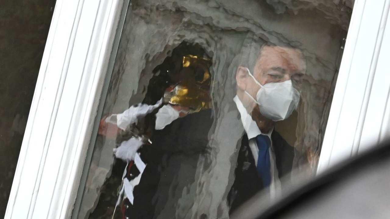 Cadono i veti e Draghi vede Palazzo Chigi: ora quasi tutti sono con lui