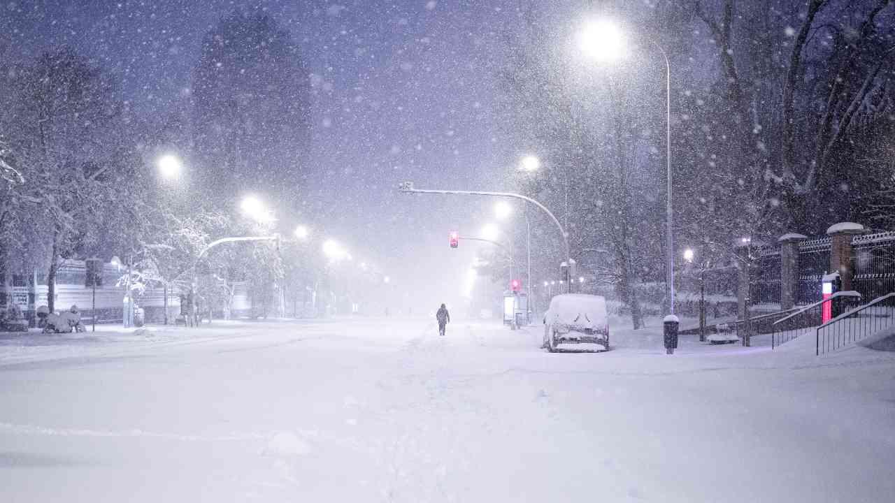Allerta meteo, attesi neve e vento anche per domani