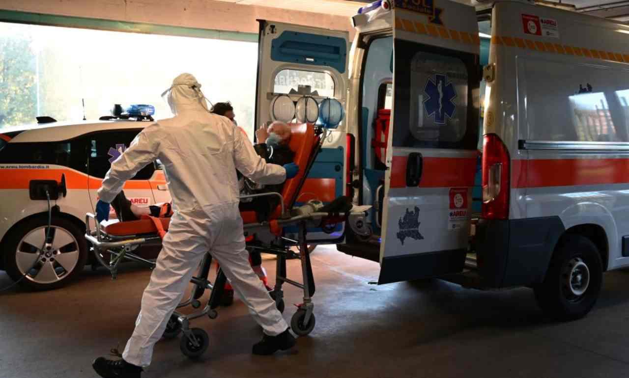 Napoli, anziano muore poco prima di ricevere il vaccino anti-Covid
