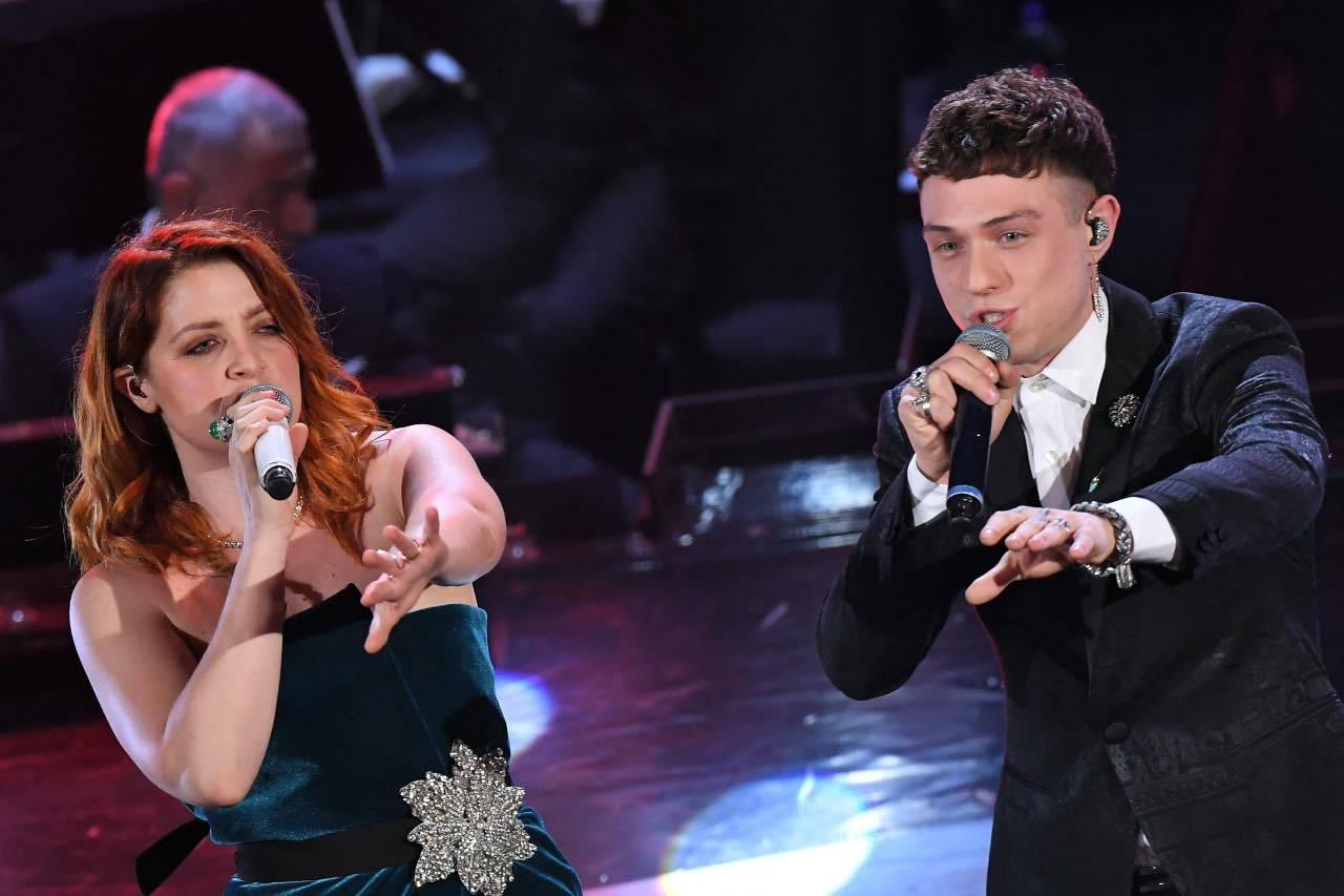 Sanremo |  cambio scaletta causa Covid  Sospetto positivo nello staff di Irama
