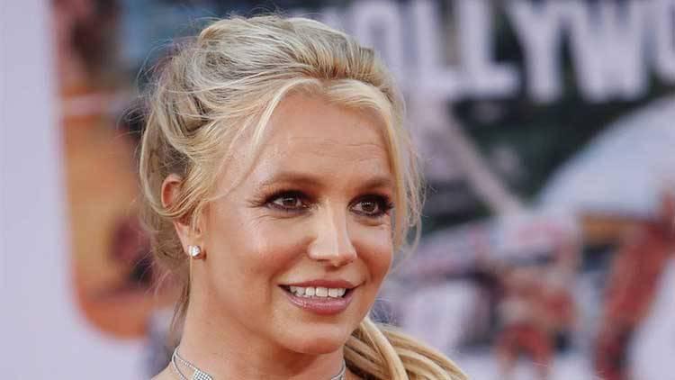 Britney Spears vaccinata