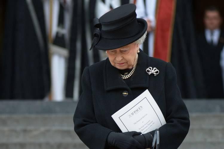 La Regina Elisabetta compie 95 anni: il primo compleanno senza il Principe Filippo, festeggiamenti annullati