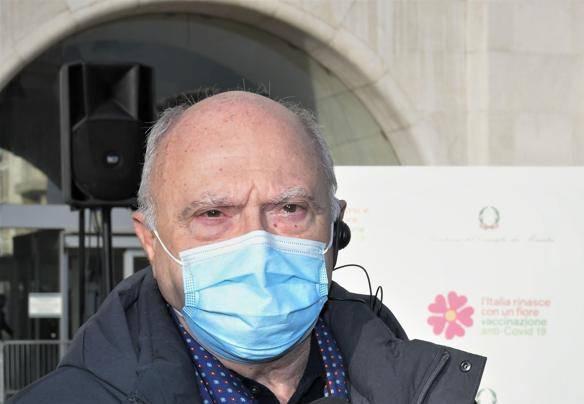 Covid, 10.176 nuovi casi e 224 morti. Il coprifuoco deve rimanere, dice Massimo Galli