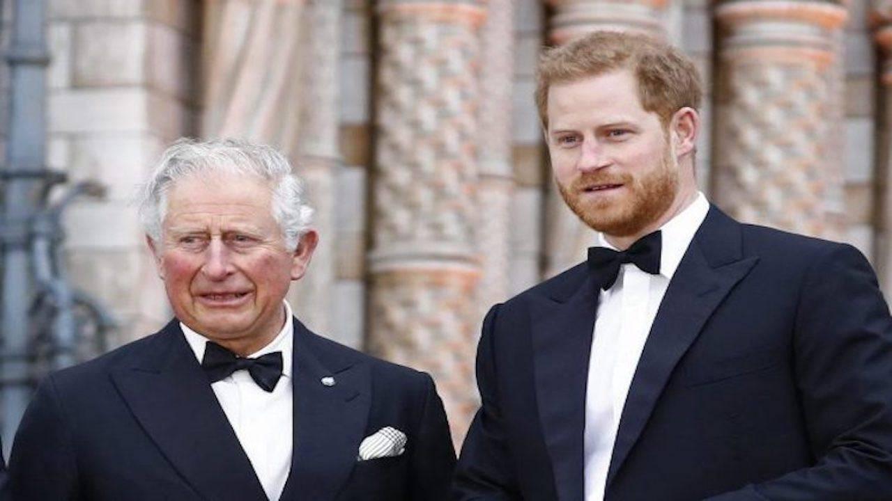 Harry torna a Londra: i piani della Regina fanno tremare lui e Meghan Markle