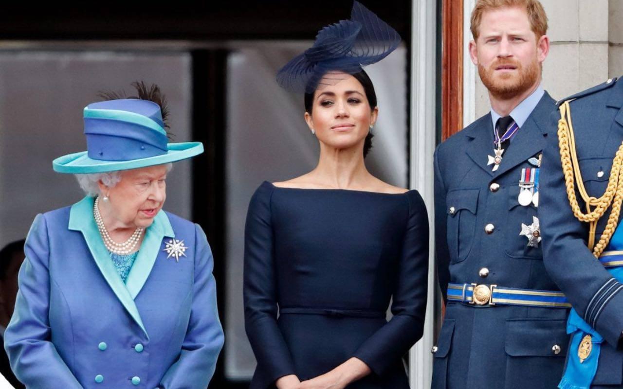 La Regina Elisabetta si fa sentire: un piccolo dispetto a Harry e Meghan per ricordargli chi comanda