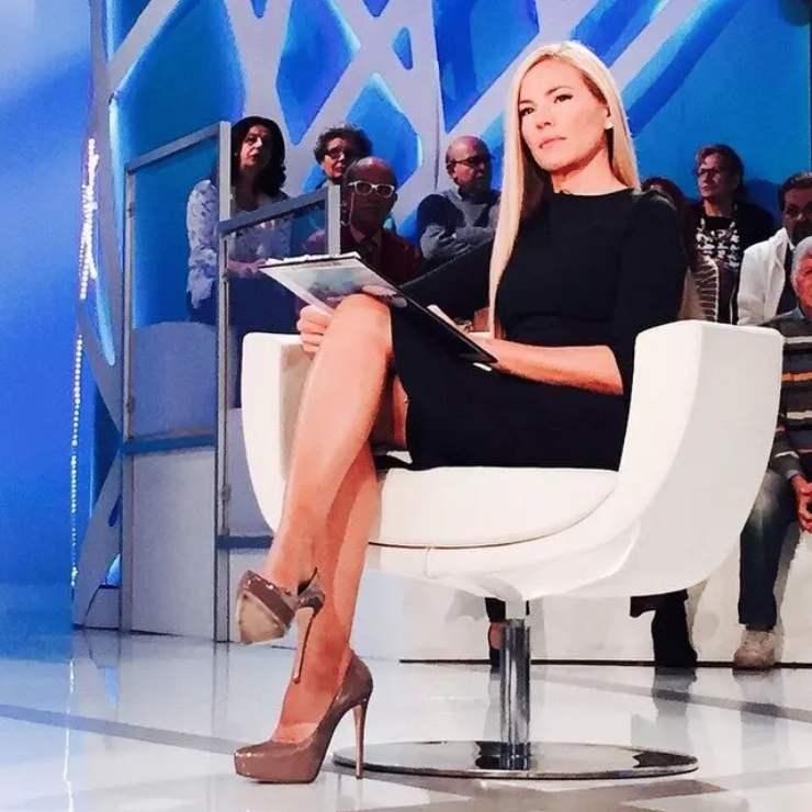 Federica Panicucci a Mattino Cinque (the world news platform)
