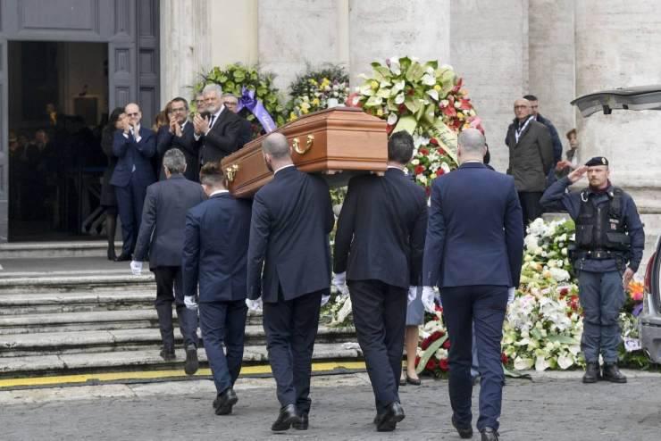 I funerali di Frizzi (Il Giornale)