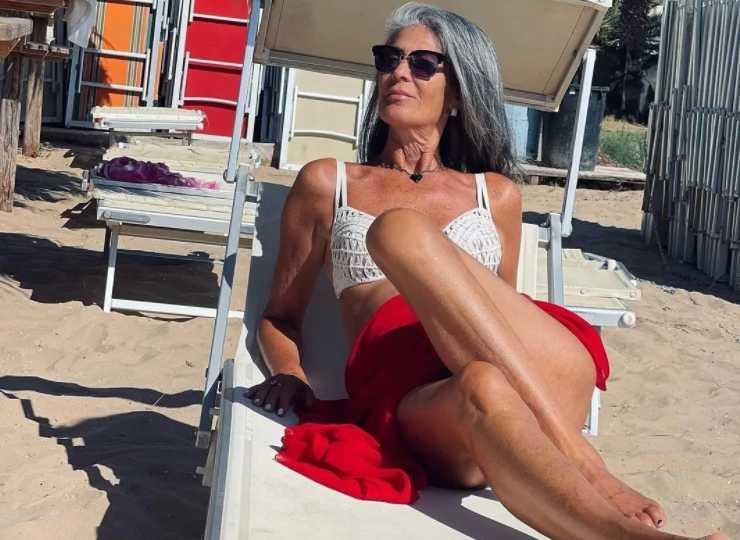 Isabella Ricci in spiaggia in Sicilia (Instagram)