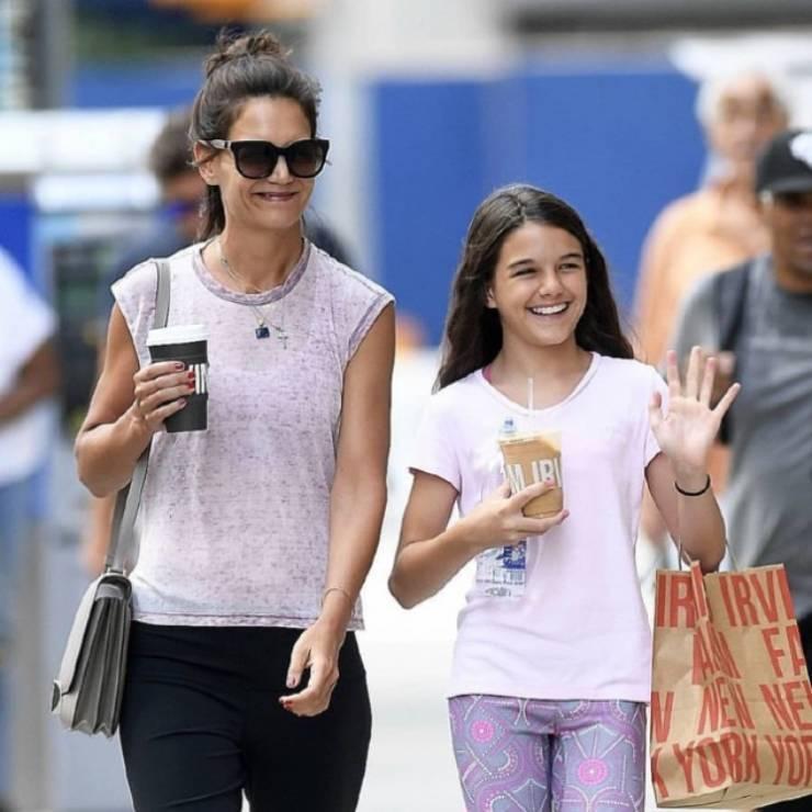 Katie Holmes e la figlia Suri Cruise (Amica)